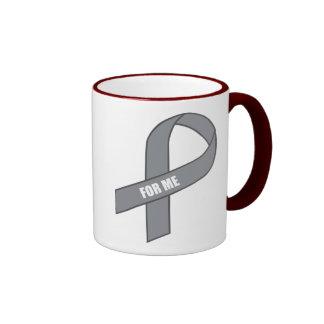 Para mí (cinta gris/de plata de la conciencia) taza de dos colores