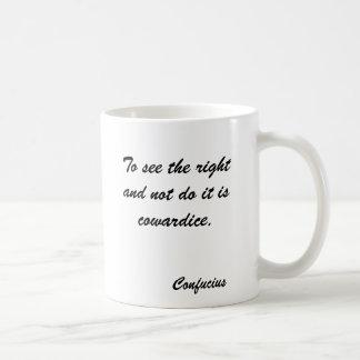 Para ver la derecha y no hacerla es cobardía., C… Tazas