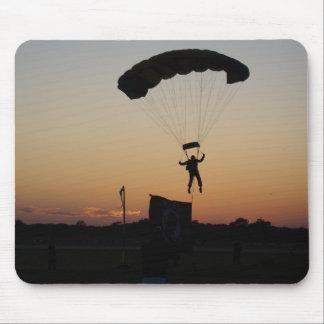 Paracaídas del Skydiver en el cojín de ratón de la Tapetes De Ratón
