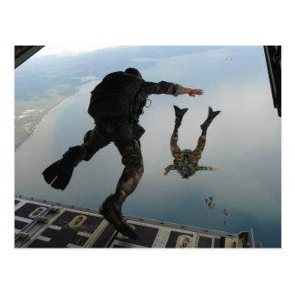 Paracaidismo de las fuerzas especiales tarjeta postal