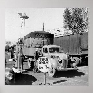 parada de camiones de los años 40 poster