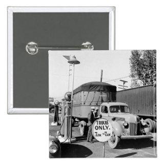 parada de camiones de los años 40 pins