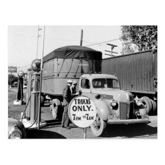 parada de camiones de los años 40 postal