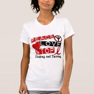 Parada del amor de la paz que bebe y que conduce camisetas