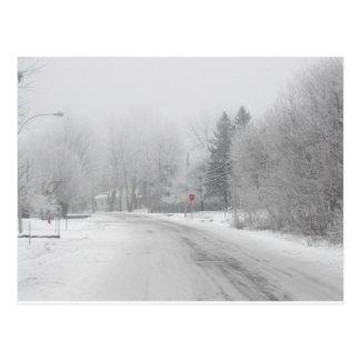 Parada roja del invierno blanco postal