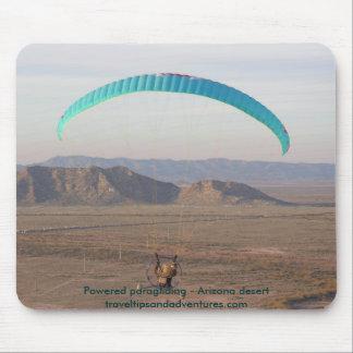 Paragliding accionado - desierto de Arizona Alfombrillas De Ratón