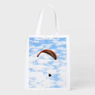 Paragliding en las nubes bolsa de la compra