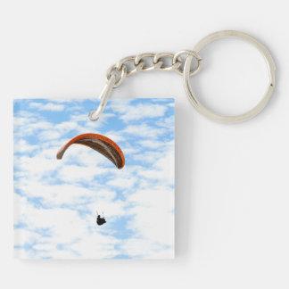 Paragliding en las nubes llavero cuadrado acrílico a doble cara
