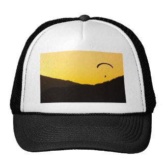 paragliding-en-puesta del sol gorro de camionero
