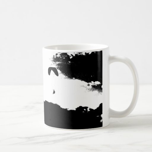 Paragliding sobre las nubes taza de café