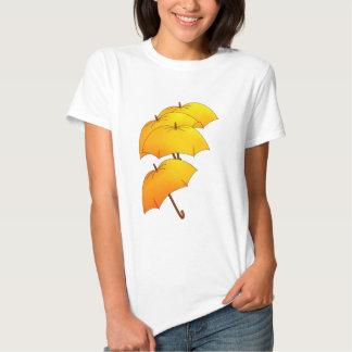 Paraguas amarillos flotantes poleras