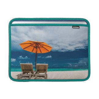 Paraguas de Sun en la playa de Sandy |Maldives Fundas Para Macbook Air