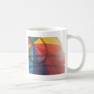 Paraguas del arco iris taza