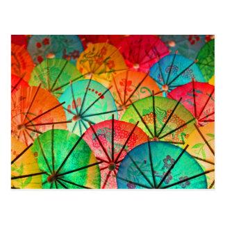 Paraguas del cóctel tarjeta postal