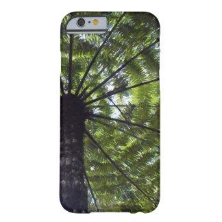 Paraguas del helecho de árbol en la serie del funda de iPhone 6 barely there
