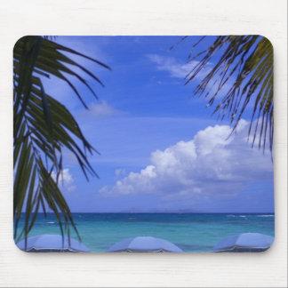 paraguas en la playa St Maarten del Caribe Tapetes De Ratones