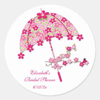 Paraguas floral rosado pegatina redonda