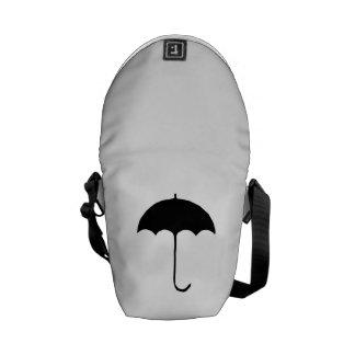 Paraguas negro bolsas de mensajeria