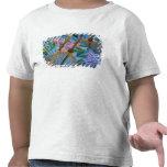 Paraguas pintados a mano decorativos en el pueblo camiseta