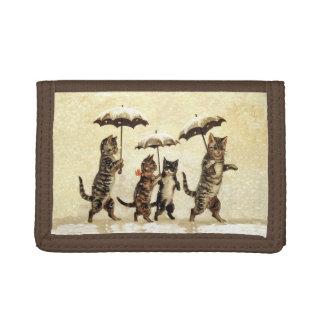 Paraguas rayados de los gatos del vintage que bail
