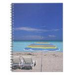 Paraguas y dos sillones en la playa, Miami Libros De Apuntes Con Espiral