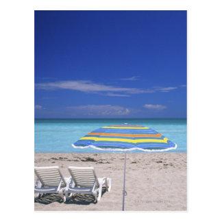 Paraguas y dos sillones en la playa, Miami Tarjetas Postales