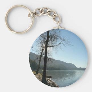 Paraíso de la orilla del lago llavero personalizado