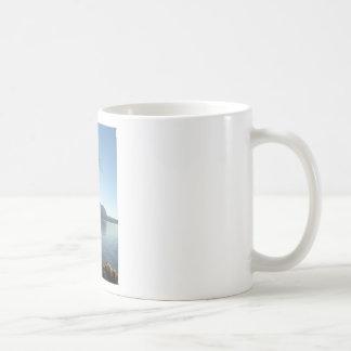 Paraíso de la orilla del lago tazas de café