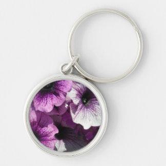Paraíso púrpura de las petunias llavero redondo plateado