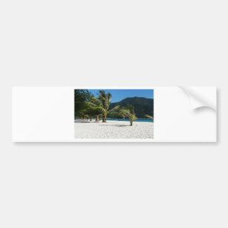 Paraíso tropical ocultado de la playa pegatina para auto