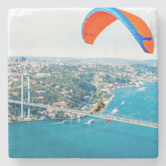 Paramotors pilota volar sobre el Bosphorus Posavasos De Piedra