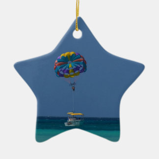 Parasailing colorido adorno navideño de cerámica en forma de estrella