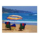 Parasol de playa colorido tarjetas postales