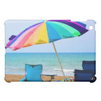 Parasol de playa y sillas coloridos en la Florida