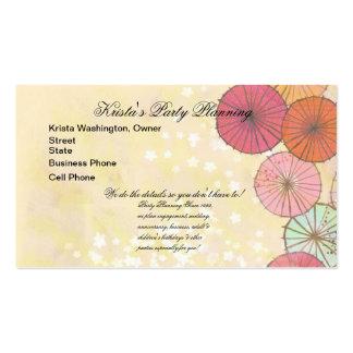 Parasoles en colores pastel bonitos que casan la tarjetas de visita