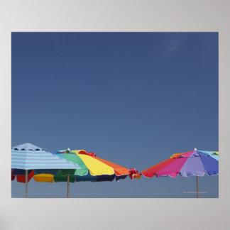 Parasoles en la playa. Sombrillas Póster