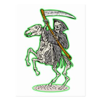 parca en caballo con la guadaña tarjetas postales
