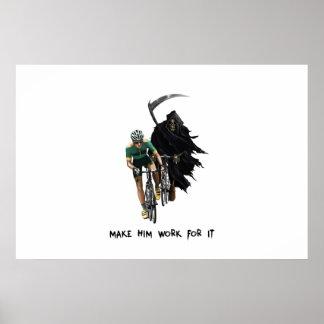 Parca que persigue al ciclista póster