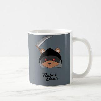 Parca rebelde del oso taza clásica