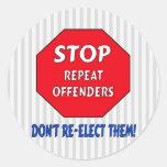 Pare a los delincuentes de la repetición pegatina redonda