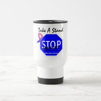 Pare al cáncer de pecho masculino toman un soporte tazas de café
