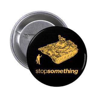 Pare algo botón del hombre del tanque pins