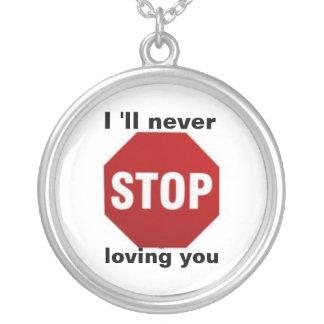 Pare el amor de la muestra colgante redondo