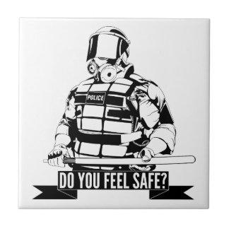 Pare el arte de la brutalidad policial para ocupan tejas  cerámicas