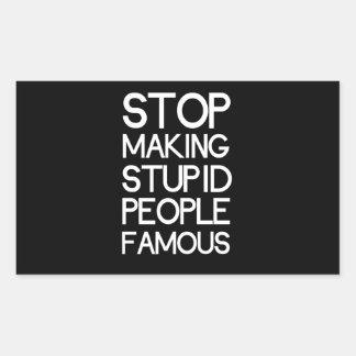 Pare el hacer de gente estúpida famosa pegatina rectangular