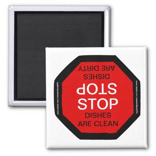 Pare el imán sucio limpio del lavaplatos