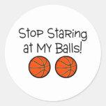 Pare el mirar fijamente mis baloncestos de las pegatina redonda