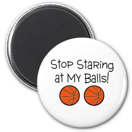 Pare el mirar fijamente mis bolas (los baloncestos iman de nevera