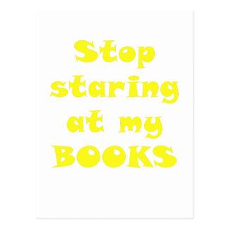 Pare el mirar fijamente mis libros postal