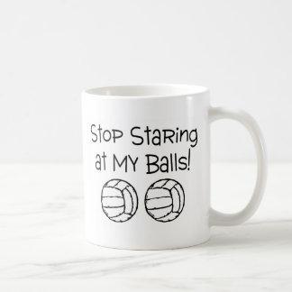 Pare el mirar fijamente mis voleiboles de las taza de café